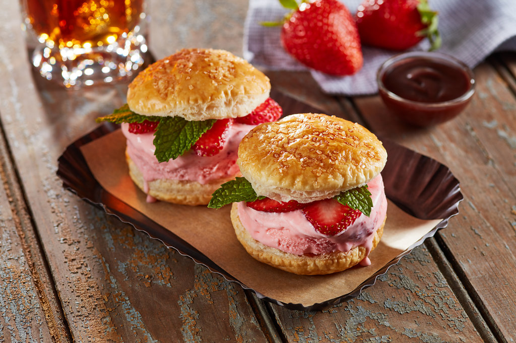 Strawberry-Ice-Cream-Sliders-Fathers-Day-with-2Drips.jpg